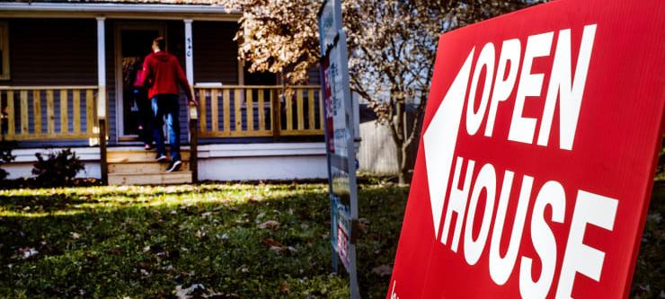 Mortgage rates set another record low, sparking new strength in refinances